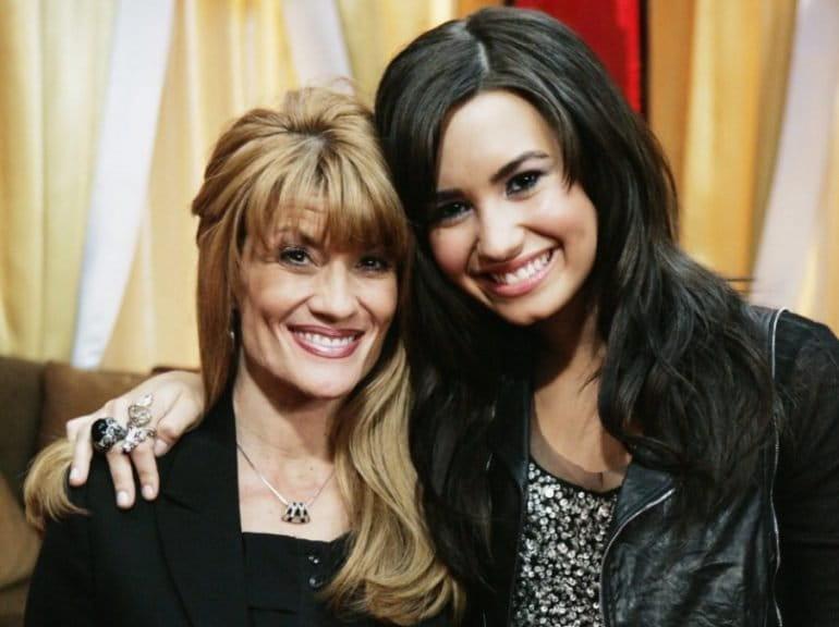 Orações livraram Demi Lovato da morte, diz mãe da cantora