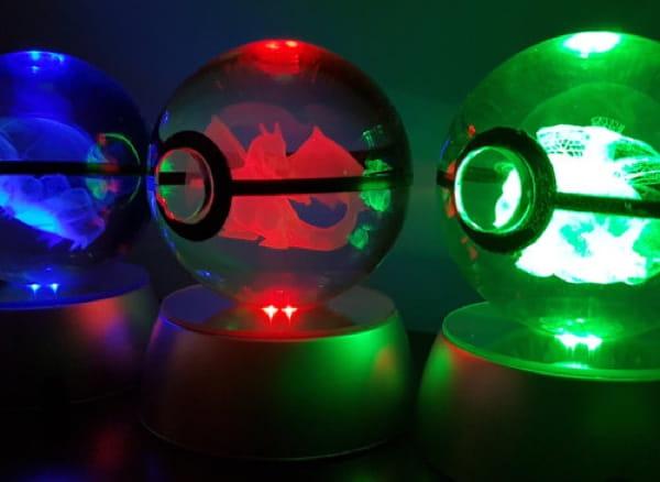 Pokébolas de cristal com Pokémons que brilham