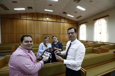 Para alcançar fiéis, igreja desenvolvem seus próprios aplicativos
