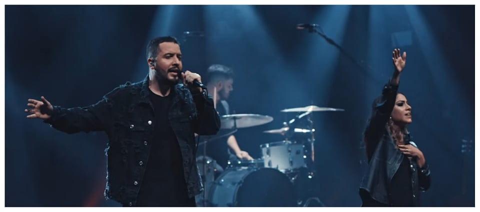 Isaías Saad lança clipe oficial de ENCHE-ME (Ao Vivo) feat Gabriela Rocha.