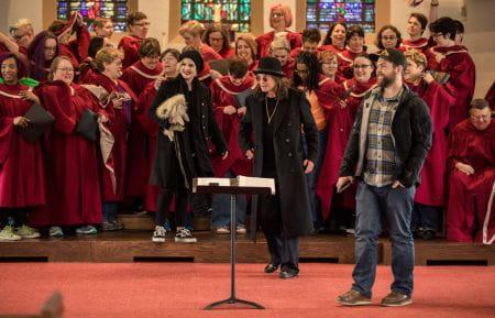 Ozzy Osbourne chora na igreja ao ouvir coral cantando Black Sabbath