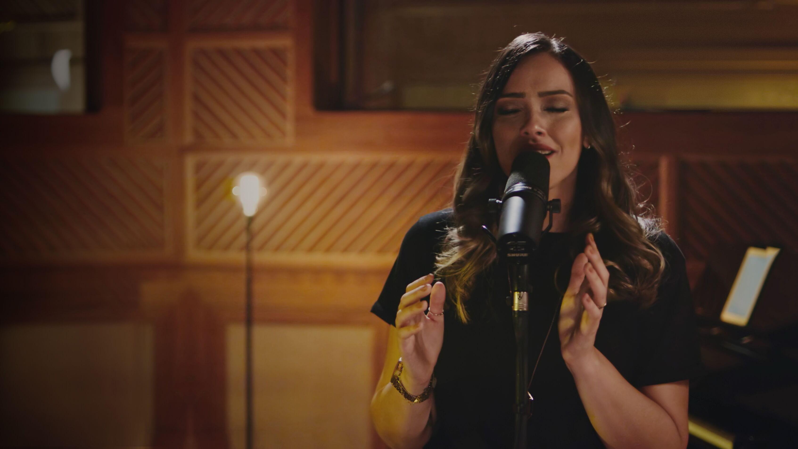 CONFIRA o lançamento da cantora Amanda Rodrigues