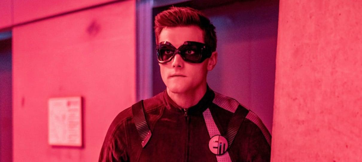Ator de The Flash é demitido da série por tuítes racistas