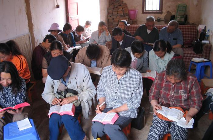 Aumento dos cultos domésticos na China devido a perseguição às igrejas legais