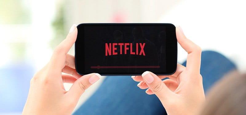 Entenda o motivo que a Netflix não está lançando séries e filmes dublados