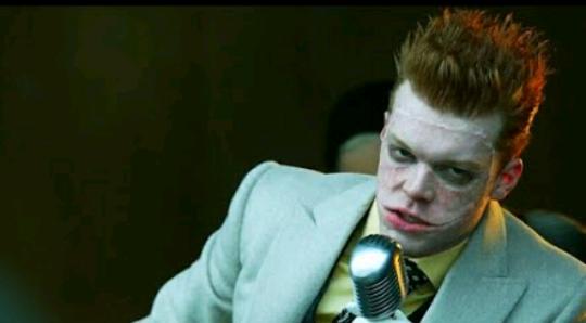Gotham   Coringa é apresentado na série, finalmente