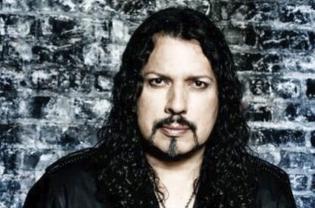 Oz Fox, guitarrista do Stryper, sofre convulsão durante show