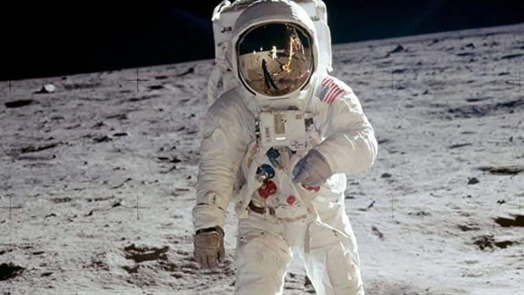 Inteligência Artificial restaura vídeos do homem chegando na Lua