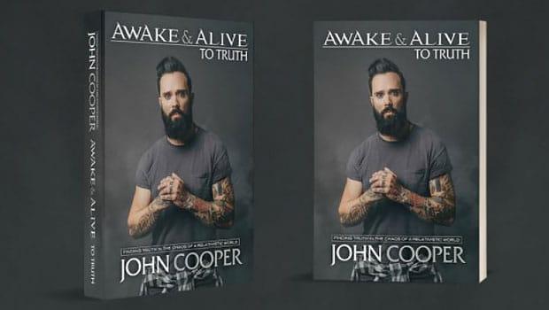 John Cooper, vocalista do Skillet, lança livro contra o relativismo