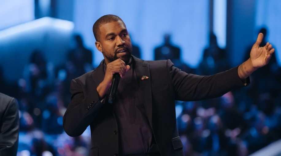 Kanye West diz que gravadoras fazem artistas assinar contratos para impedi-los de falar de Jesus