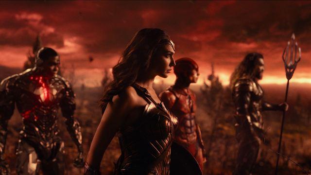 Liga da Justiça | Zack Snyder posta foto editando o Snyder Cut