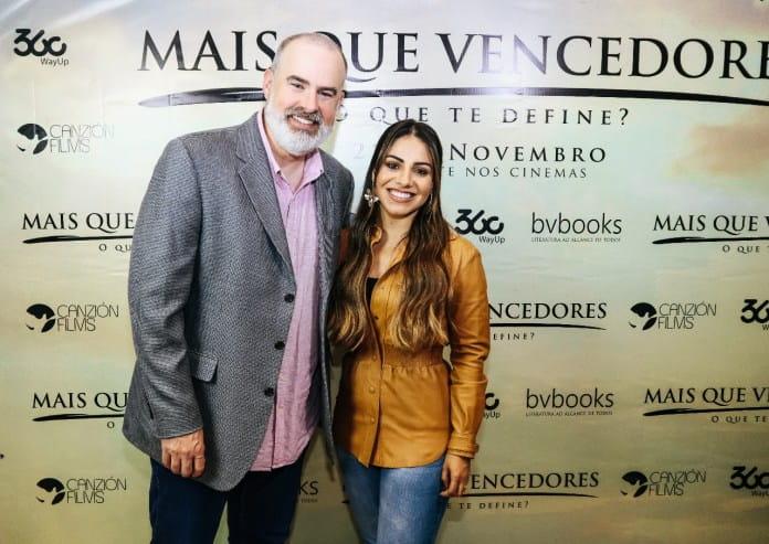 Mais Que Vencedores | Pré-estreia no Rio reune Alex Kendrick e Gabriela Rocha