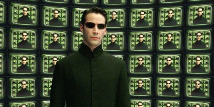 Matrix 4 | Keanu Reeves aparece em rua vazia no set do filme