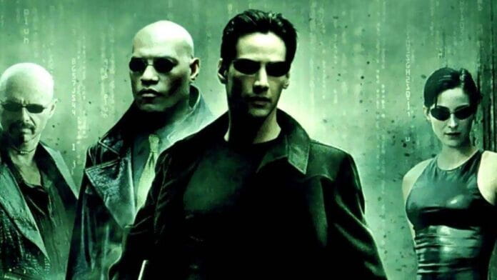 Matrix 4 | Nova cena de bastidores mostra Keanu Reeves e Carrie-Anne Moss em uma moto