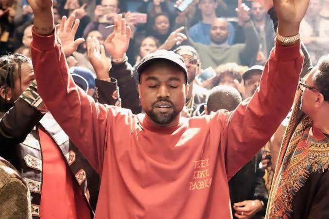 Multidão se converte durante culto promovido por Kayne West