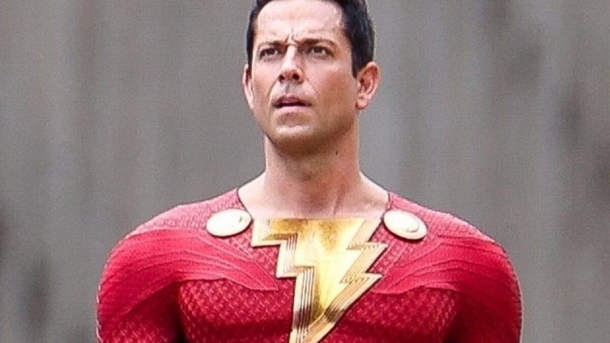 Shazam | Novo traje do herói é revelado em fotos de bastidores