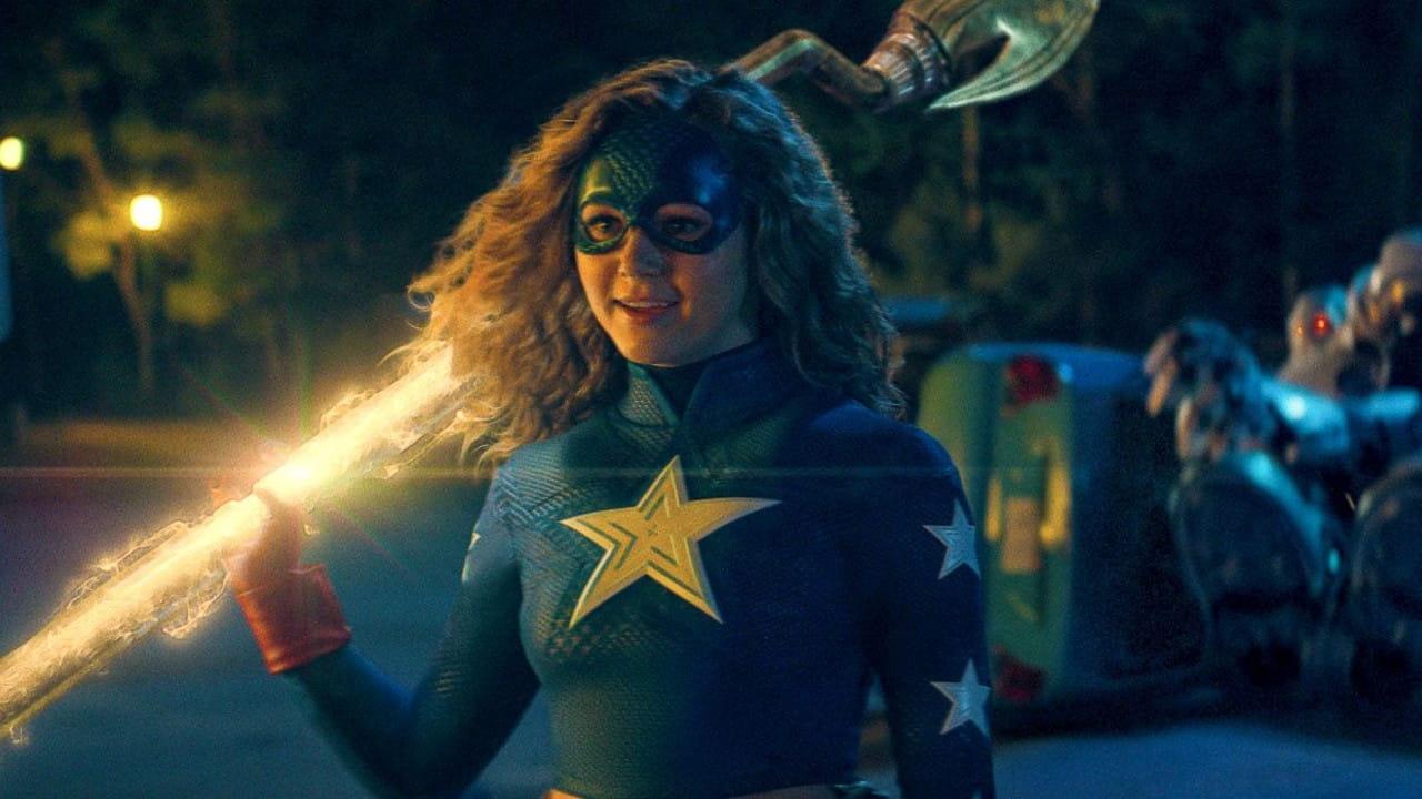 Stargirl | Heroína descobre os poderes em trailer da série